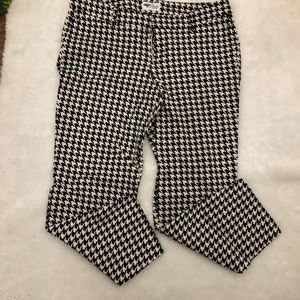 Womens Old Navy Houndstooth Capri Pants. Size 10